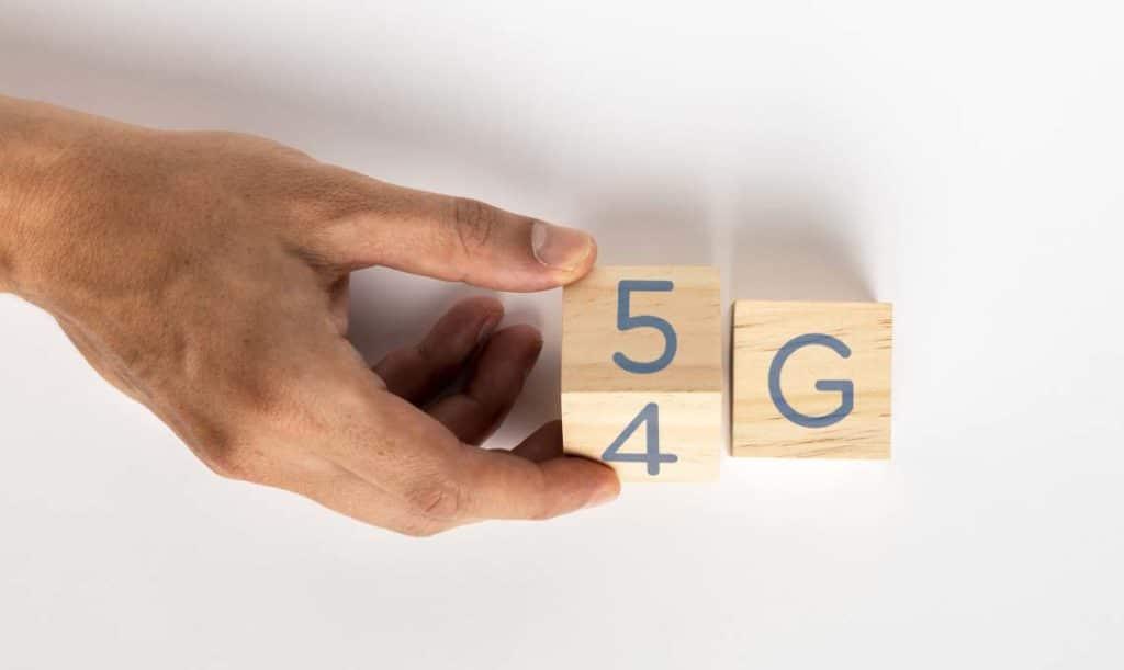 mano cambiando a 5G
